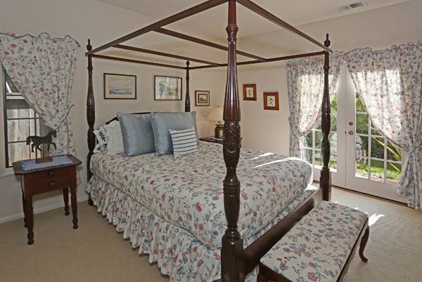 1152 Hill Road bedroom 2, a Montecito beach area home