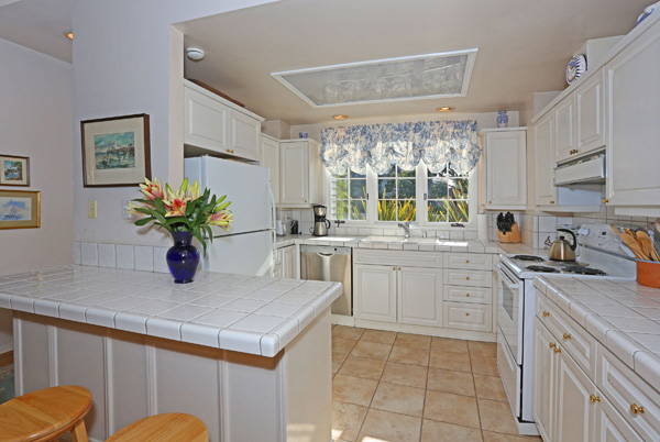 1152 Hill Road kitchen, a Montecito beach area home