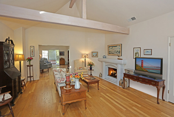 1152 Hill Road living room, a Montecito beach area home