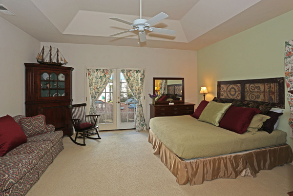 1152 Hill Road master bedroom, a Montecito beach area home