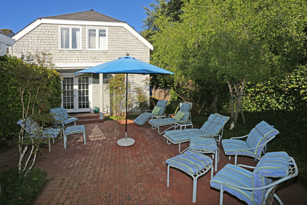 1152 Hill Road patio, a Montecito beach area home