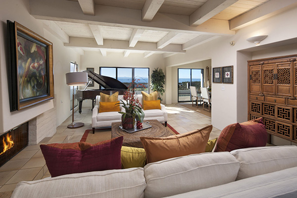 1154 Channel Drive living room, an oceanfront home in Montecito steps from the Four Seasons Santa Barbara Biltmore Hotel