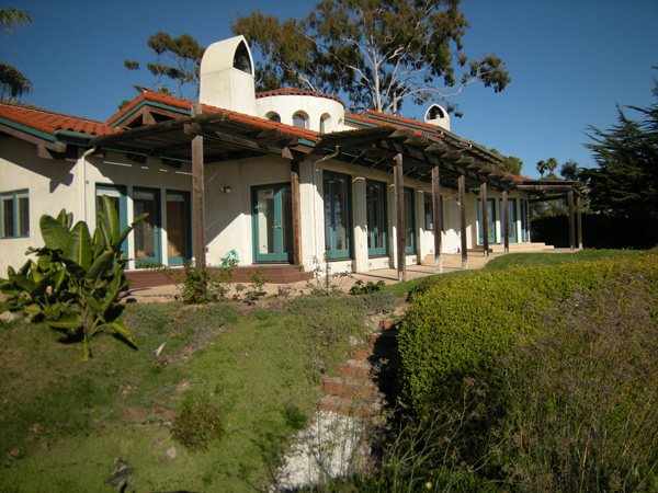 1409 Shoreline Drive front yard, a Santa Barbara oceanfront home