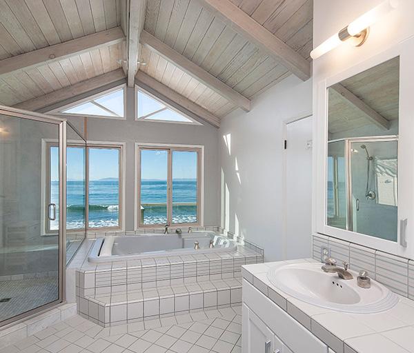 2940 Solimar Beach Drive master bath, a beachfront home along the Rincon