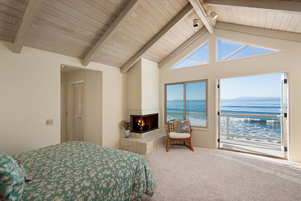 2940 Solimar Beach Drive master bedroom, a beachfront home along the Rincon