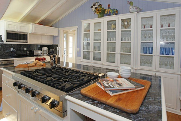 4257 Avenue del Mar kitchen, a beachfront home in Sandyland Cove