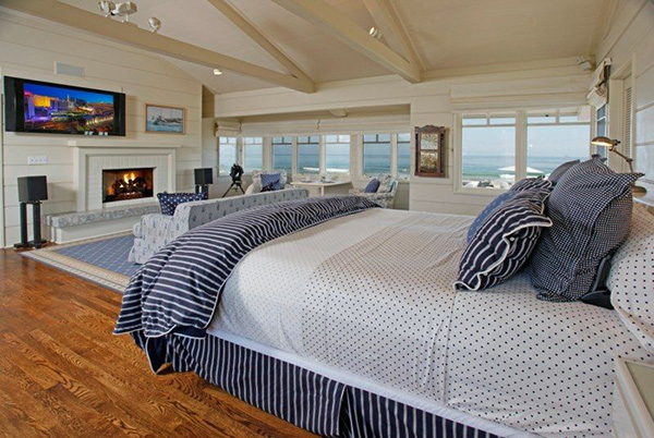 4257 Avenue del Mar master bedroom, a beachfront home in Sandyland Cove