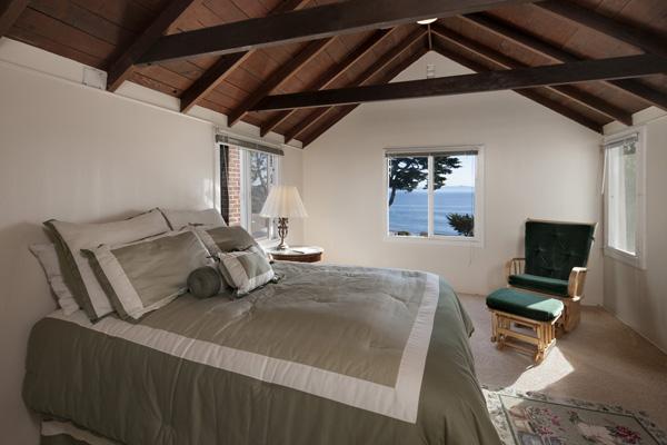 2345 Edgewater Way guest bedroom