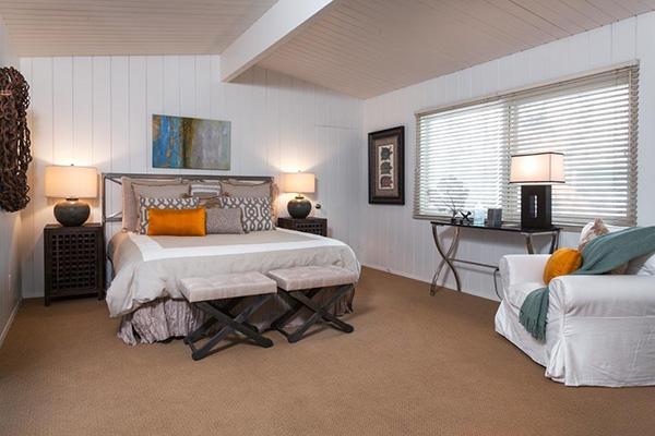 4393 Avenue Del Mar bedroom