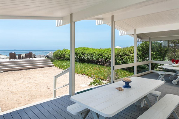 4393 Avenue Del Mar deck