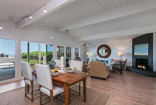 4393 Avenue Del Mar living room