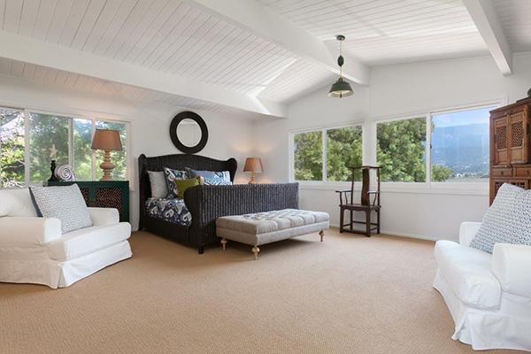4393 Avenue Del Mar master bedroom