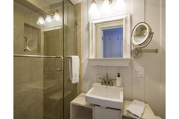 18_1548 Miramar Beach Lower Bathroom